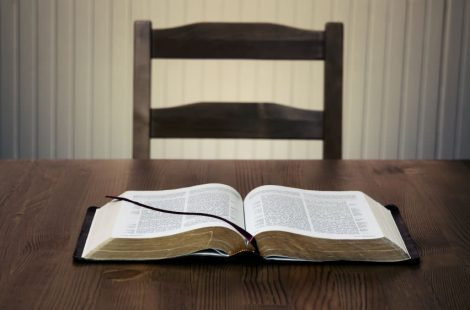 bible-on-table