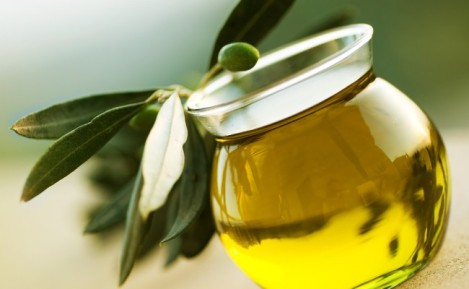 olive-oil-face-cleanse-1