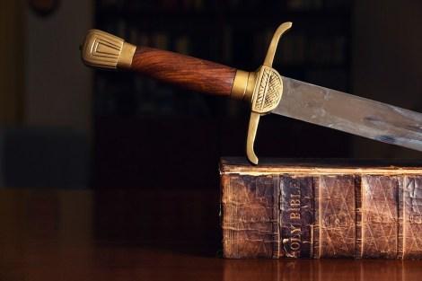 espada-na-biblia